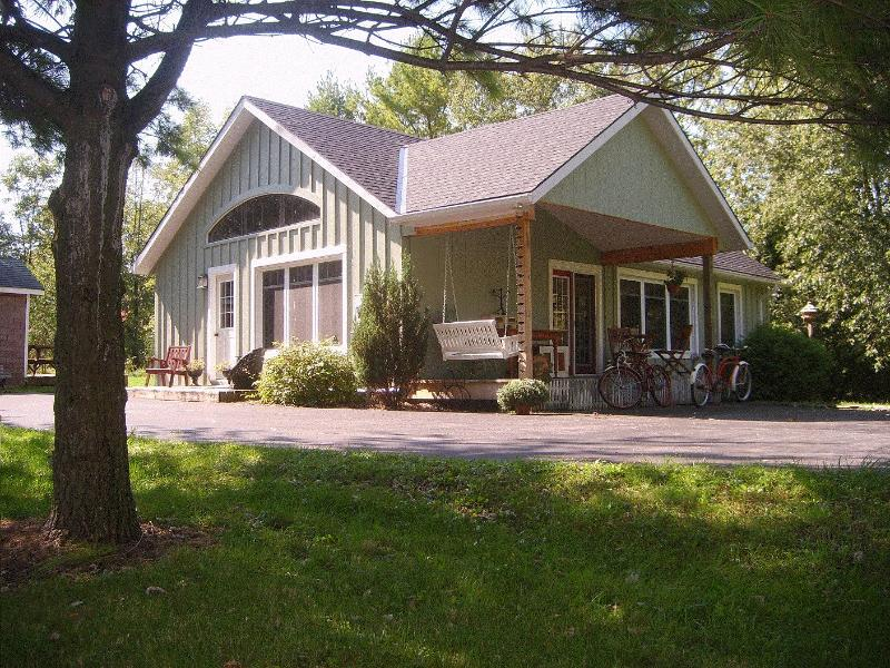2 chambre Open Concept Pine Grove Cottage - Nightly Rentals