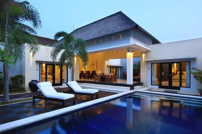 Private Pool & Sunbeds