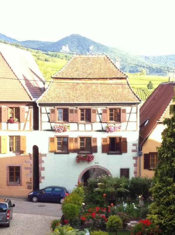 Le Prévot**** bathed in light in the heart of the village