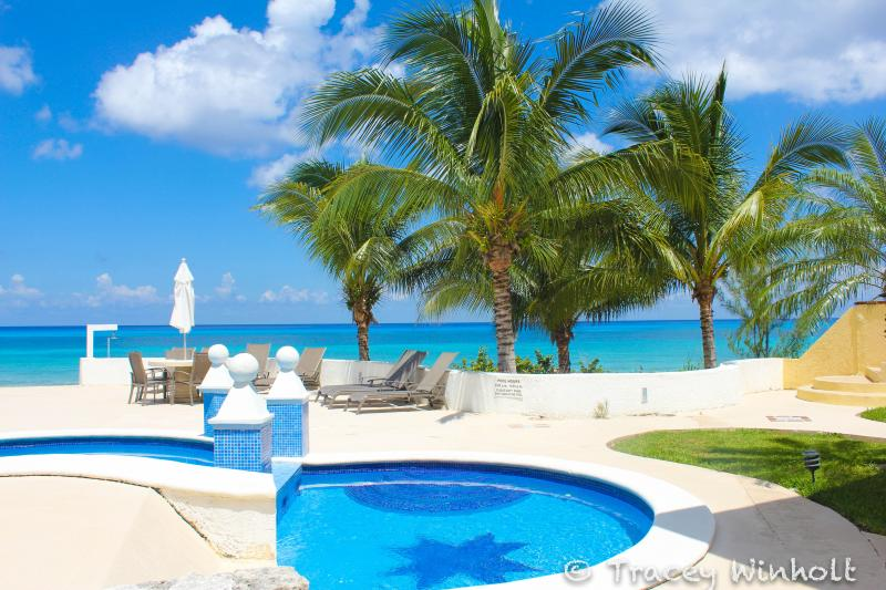 Private pool, for our guests on Pardise only!