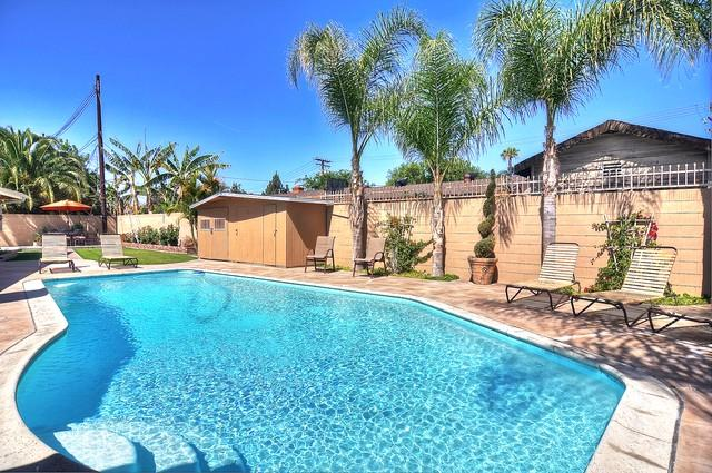 Large 9100 square foot LOT on a cul-de-sac location! Watch the Disney fireworks at night from yard!