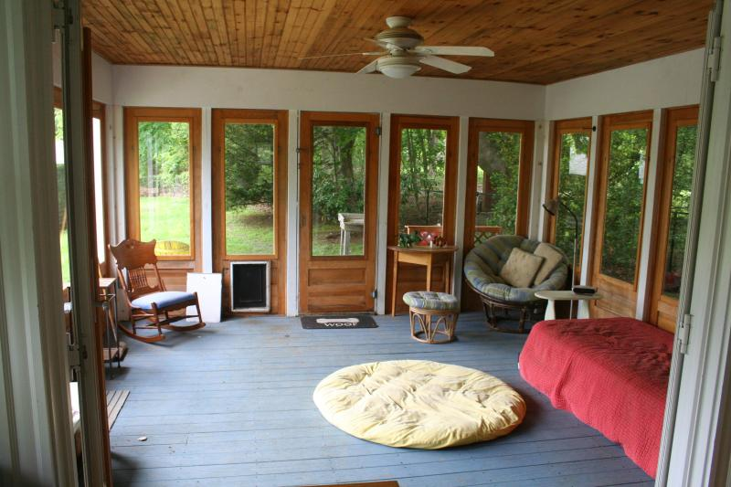 Screened in porch, sleeps one