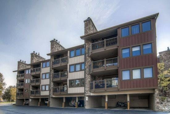 Park Place vacation condo offers ski-in ski-out access to Snowflake Ski Lif.