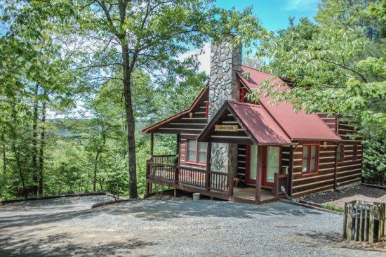 THE LONG VIEW*SECLUDED*~3BR~3BA~CABIN WITH BREATHTAKING MTN VIEWS~WIFI~AIR HOCKEY~FOOSBALL~HOT TUB~WOOD BURNING FIREPLACE~FIREPIT~SCREENED PORCH OFF MASTER SUITE~SLEEPS 6~ONLY $122/NIGHT! - Image 1 - Blue Ridge - rentals