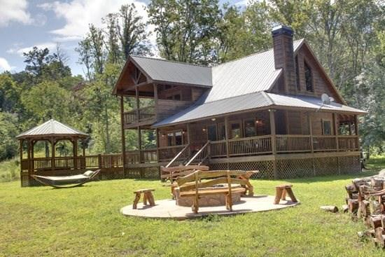 THE TROUT LODGE-3BR/2.5 BA LUXURY CABIN ON WOLF CREEK~ SLEEPS 7~ WiFi~ SUNKEN HOT TUB~ COVERED PORCHES~ $190/NIGHT! - Image 1 - Blue Ridge - rentals
