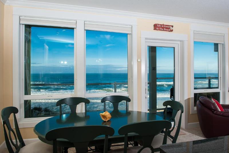 Comfortable Elegance with an Amazing View - Book now at www.KeystoneVacationsOregon.com