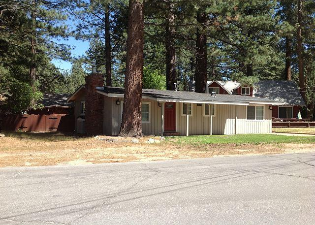 Tahoe South Shore Cottage - Darling upgraded cozy cottage in a quiet neighborhood, close to everything! - South Lake Tahoe - rentals