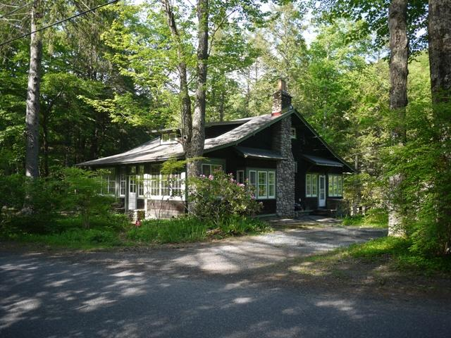 Woodland Valley Lodge - Streamside and Historic Charms
