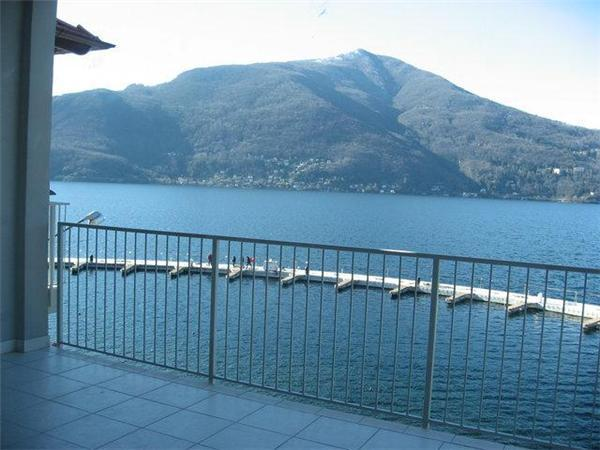 Attractive apartment for 6 persons, with swimming pool , near the beach in Luino - Image 1 - Maccagno - rentals