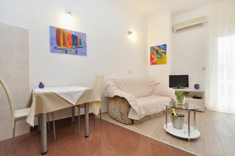 Apartments and Rooms Zlatko - 38201-A8 - Image 1 - Podstrana - rentals