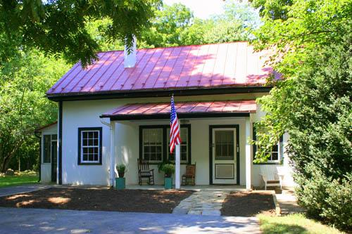 The John Wayne Lodge is situated on a quiet, shady part of Rosemont's 60 acre grounds.