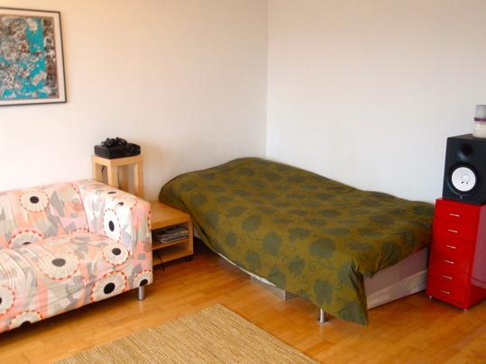 Bed and sofa - Penthouse studio in design disctrict - Helsinki - rentals