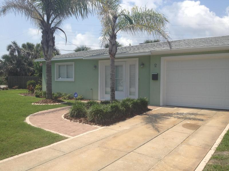 Beautifully remodeled 3 BR/2BA home w/ garage and steps from beach - DAYTONA/ORMOND BEACH BEAUTY 3BR 2BA Steps to Beach - Ormond Beach - rentals