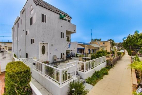 Front of Duplex with patio area, located on quiet Avalon Court - Susan's Beach-Bay Double Getaway - San Diego - rentals
