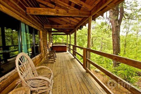 Spacious Porch with Rockers and Jacuzzi