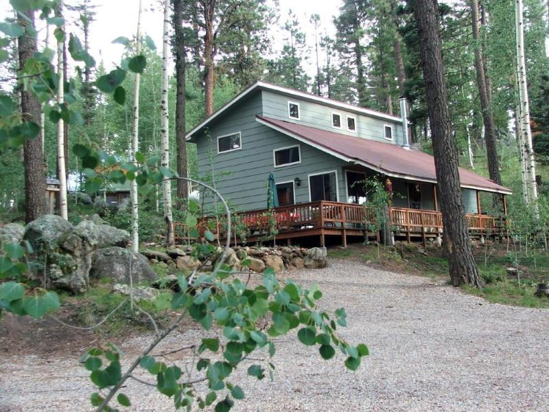 The Alpaca Barnhaus nestled among aspen and conifers. Wrap-around porch and plenty of parking