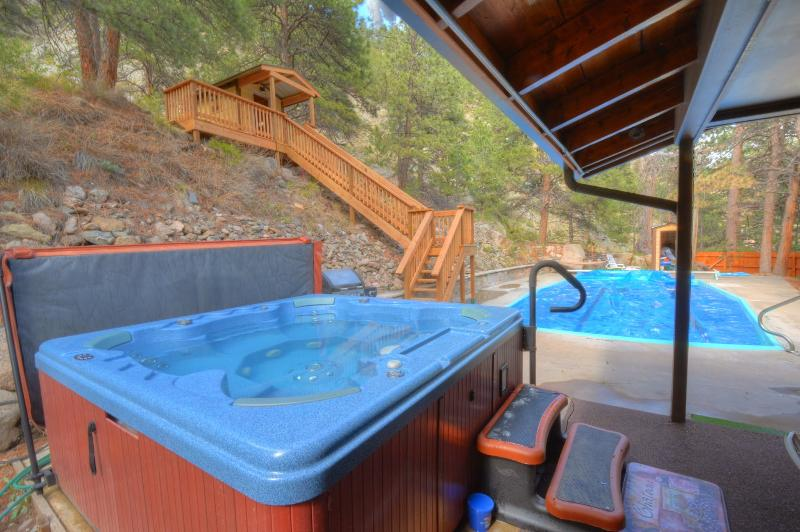PRIVATE 7 MAN HOT TUB, PRIVATE HEATED POOL, PRIVATE MOUNTAIN SIDE SAUNA, WHAT ELSE COULD YOU ASK FOR