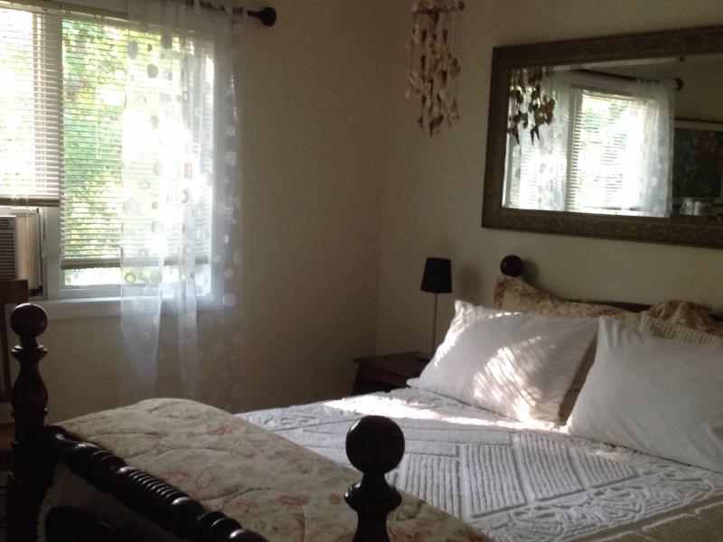 Bedroom with Queen size Bed - AC