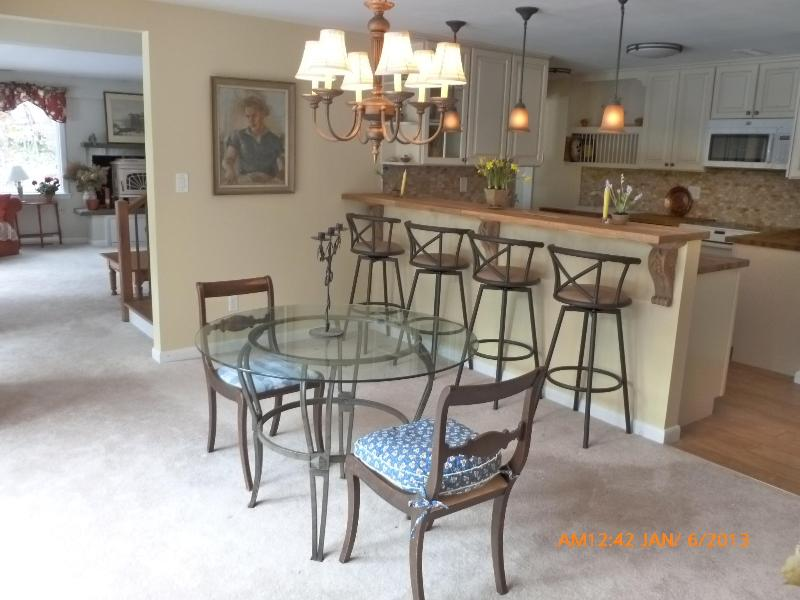 Dining area with sit-up bar - Serene Connecticut Retreat - Luxury 2 bedroom apt - Stamford - rentals