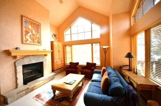 Spacious Living Room with Firepalce and Flat Screen TV