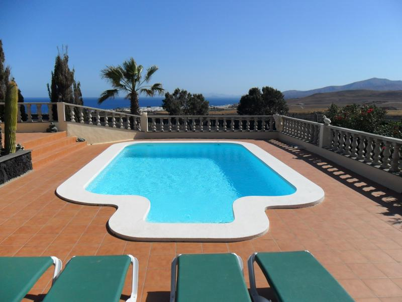 Sea views from swimming pool - House La Gavia - Puerto Calero - rentals