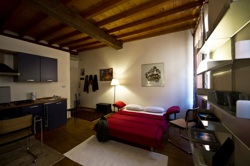 Welcome to L'ARIENTINO! A centrally located, cozy, quiet studio apartment.