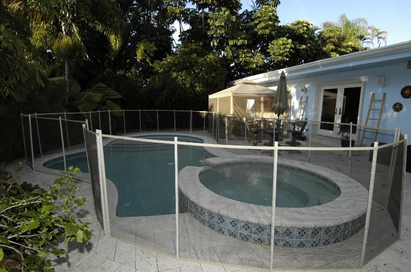 Pool with removable fence