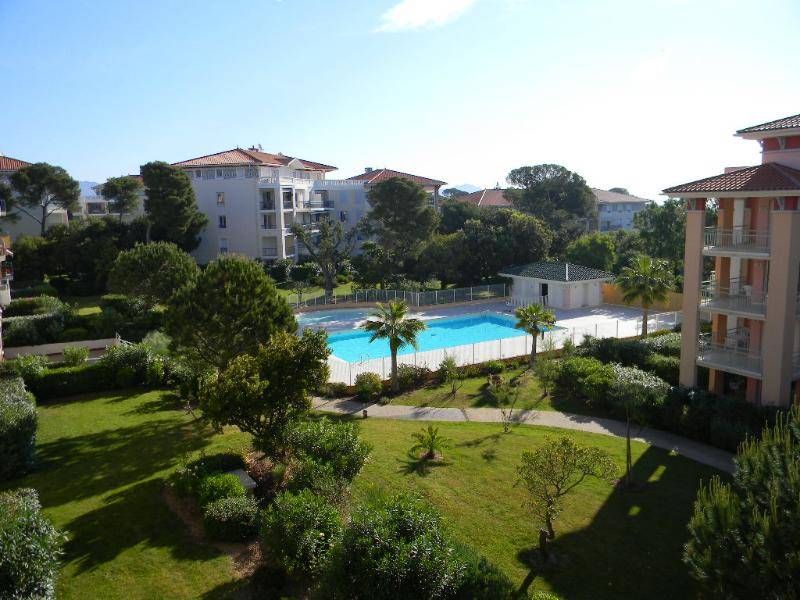 Pool view - South of France 1-Bedroom apartment by the sea - Saint-Aygulf - rentals