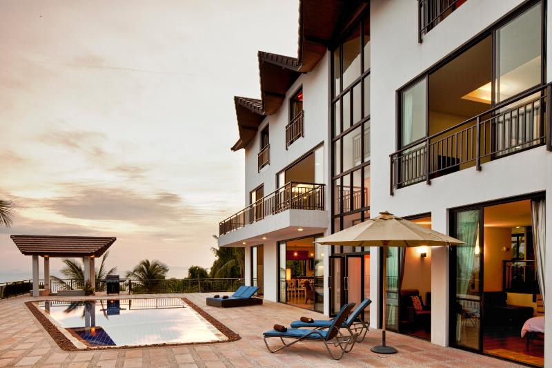 Sunset Villa velks