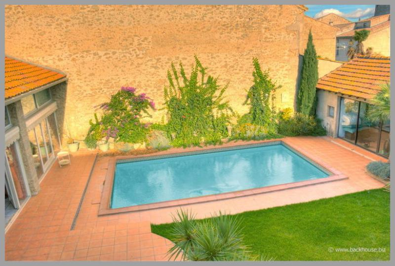 Villa Donna in Nissan Lez Enserune has a fantastic private swimming pool, where you can relax and su