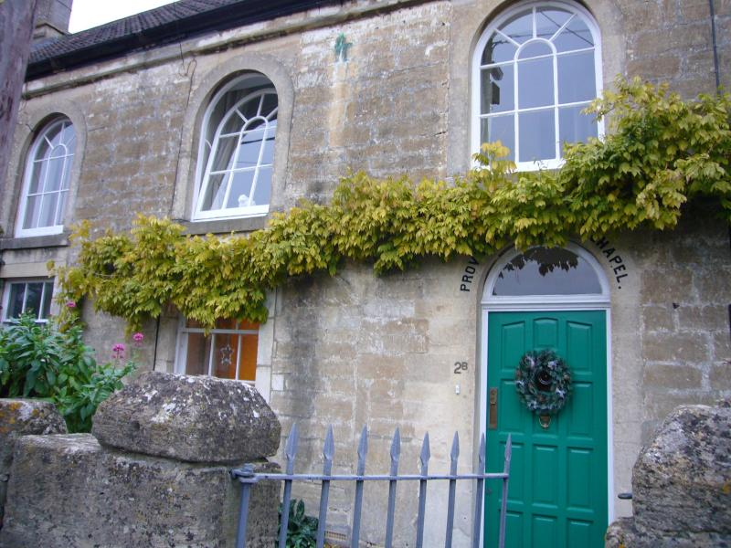 Pretty Providence Chapel - historic holiday cottage near Bath with king four poster bed - Historic holiday cottage, just 7 miles from Bath - Bath - rentals