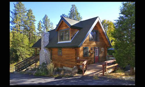 Large 1 Bedroom 1 Bath w/ rock fireplace and short walk to town