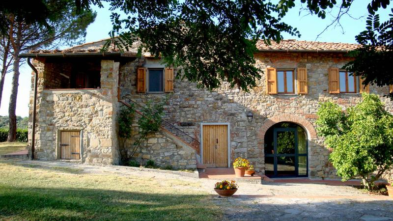 House facade and entrance - Country apt (4 beds), pool, free wifi, loundry - Rignano sull'Arno - rentals