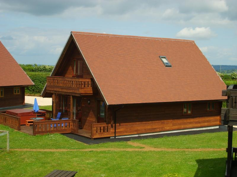 Melbury Chalet showing veranda and Hot Tub - Melbury chalet in rural  North Dorset - Dorset - rentals