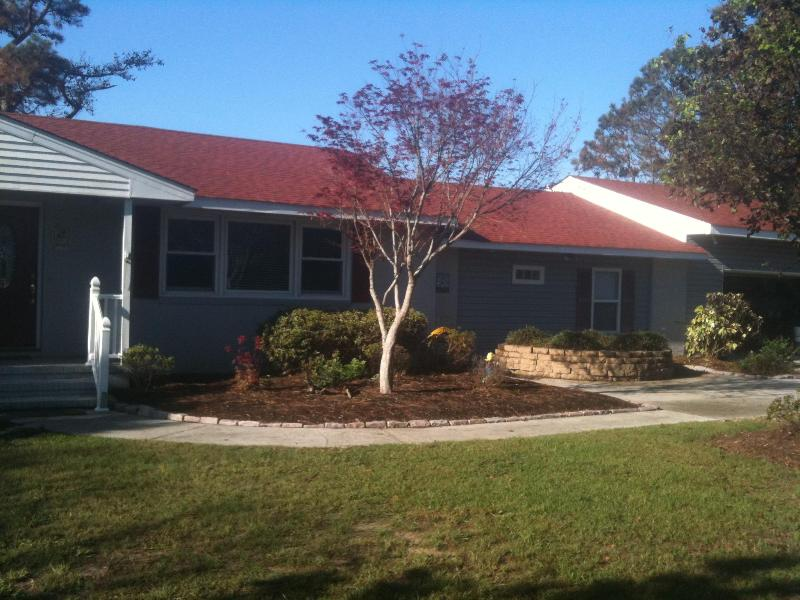 Gorgeous Soundfront 5 bdrm, heated pool, hot tub, - Image 1 - Point Harbor - rentals