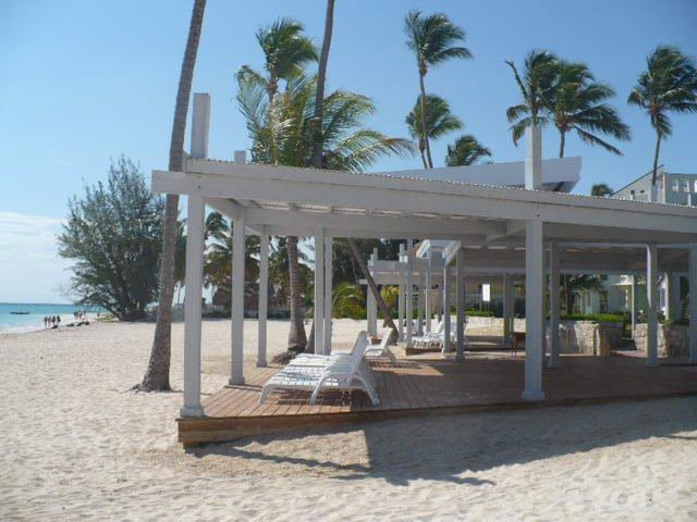 Private beach sun structure