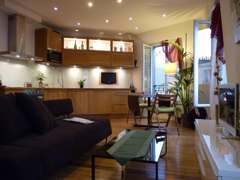 SMART Paris 4**** Haussmanian Canopy Apartmt Pix1 - Image 1 - 19th Arrondissement Buttes-Chaumont - rentals