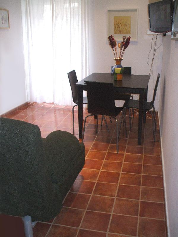 Heart of old city center, Walk everywhere, A/ Con - Image 1 - Madrid - rentals