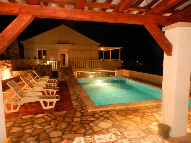 3 bedroom villa with pool by sea near Dubrovnik - Image 1 - Molunat - rentals