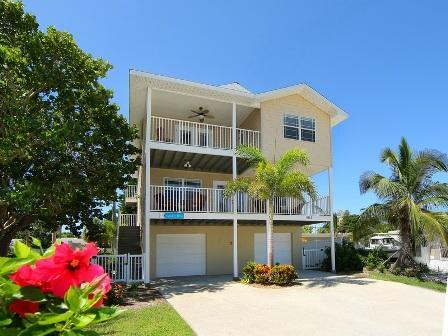 The Beautiful Beach Villa - The Salty Dog .....a modern,spacious Beach Villa - Anna Maria - rentals