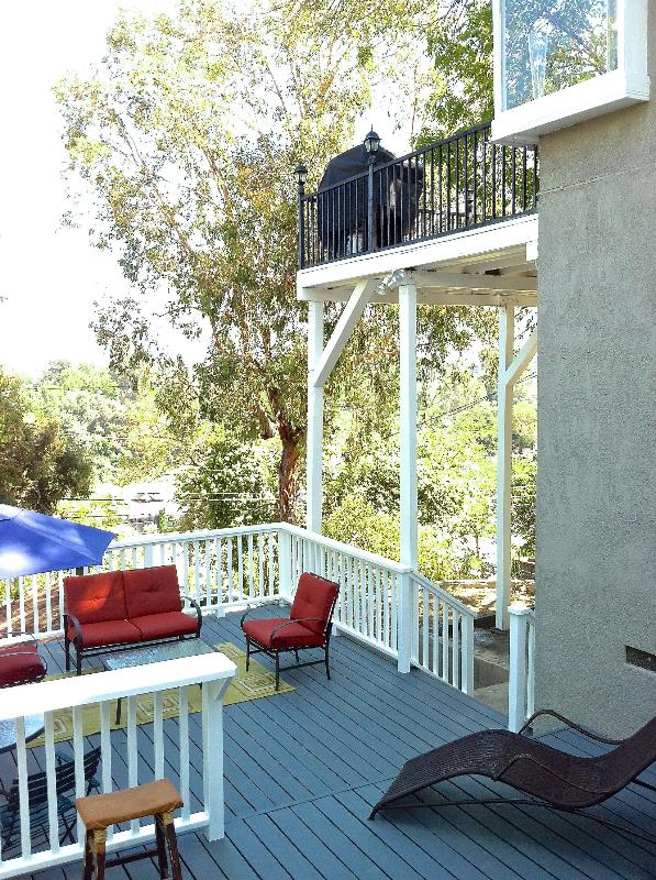 The decks and terrace with views - 2/2 FURNISHED HOUSE, DECKS,VIEWS, WALK TO VENTURA! - Studio City - rentals