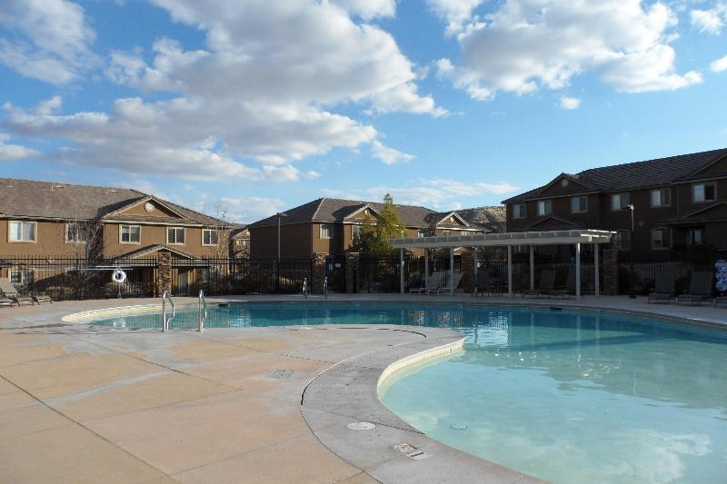 Heated Pool Year Round - Snowbird Getaway in St. George Utah - Saint George - rentals