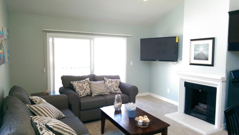 Living room with 51' TV