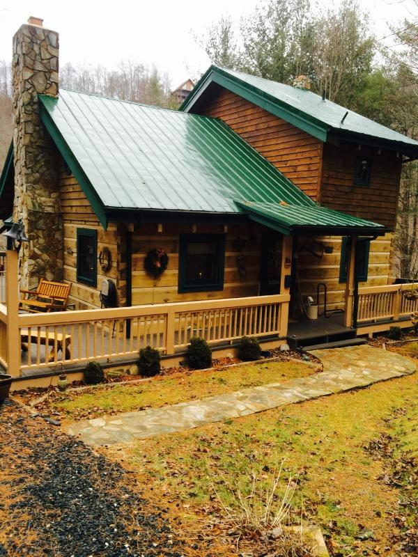 Kokomo on the River-- log home on the North Fork of New River