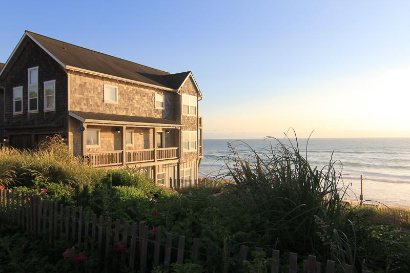 Looking Glass Inn - Image 1 - Lincoln City - rentals