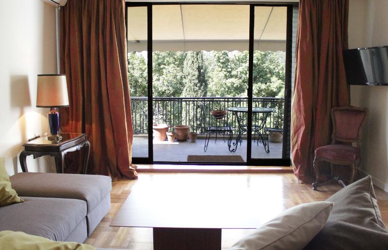 Living room with balcony in the background - Stunning apt, great views, sleeps 6 - Athens - rentals