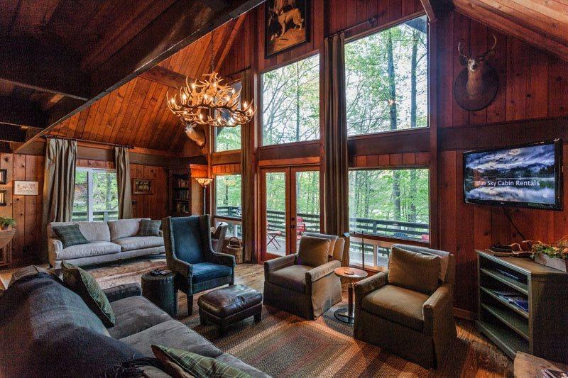 Great Room with a gas fireplace overlooking Lake - Lakeside Serenity - Ellijay GA - Ellijay - rentals