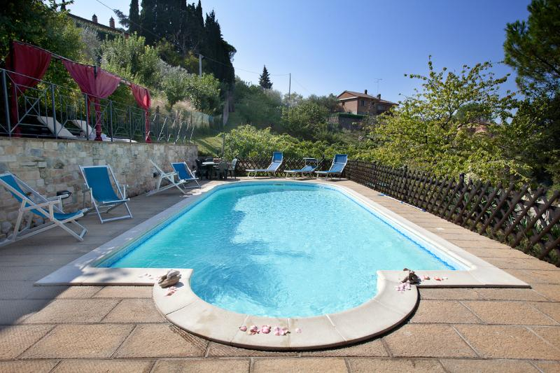 The charming Villa Nuba apartments rental in Umbria, the swimming pool with salty water