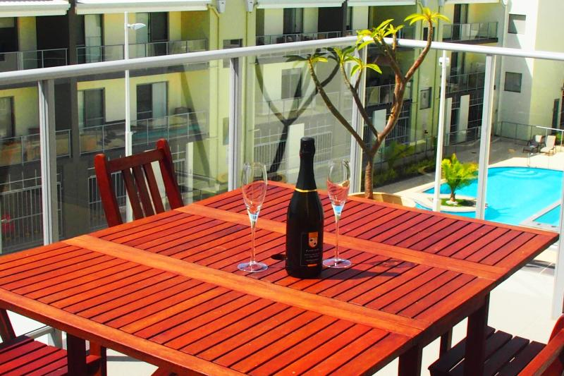 RELAX ON THE BALCONY - LOOK OVER TO LAKE JOONDALUP OR JUST RELAX WITH A NICE COLD DRINK