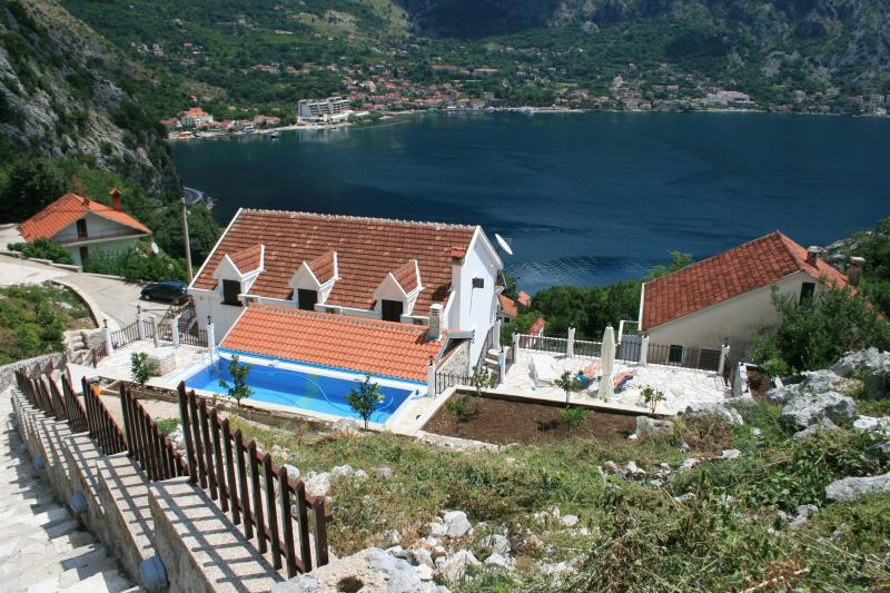 View of the villa and the swimming pool